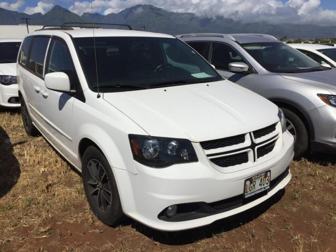 2017 WHITE Dodge Grand Caravan GT (2C4RDGEG1HR) with an V6 Cylinder Engine engine, Automatic transmission, located at 368 Huku Lii Pl, Kihei, HI, 96753, (808) 875-8782, 20.773748, -156.452103 - Photo #0