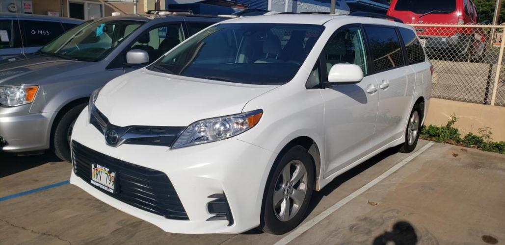 2019 WHITE Toyota Sienna LE Auto Access Seat (5TDKZ3DC6KS) with an V6 Cylinder Engine engine, Automatic transmission, located at 368 Huku Lii Pl, Kihei, HI, 96753, (808) 875-8782, 20.773748, -156.452103 - Photo #0