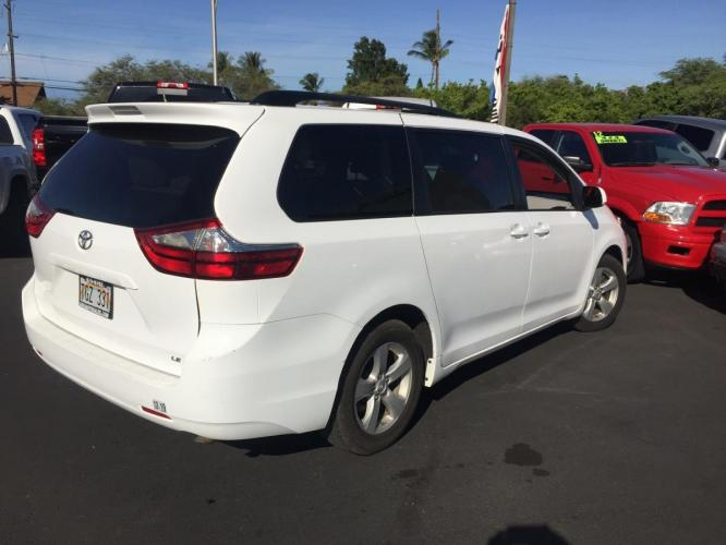 2017 WHITE Toyota Sienna LE Auto Access Seat (5TDKZ3DCXHS) with an V6 Cylinder Engine engine, Automatic transmission, located at 368 Huku Lii Pl, Kihei, HI, 96753, (808) 875-8782, 20.773748, -156.452103 - Photo #0