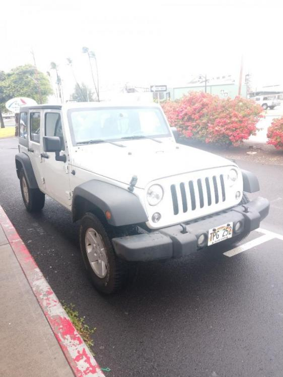 2018 WHITE Jeep Wrangler JK Unlimited Sport S (1C4HJWDG6JL) with an V6 Cylinder Engine engine, Automatic transmission, located at 368 Huku Lii Pl, Kihei, HI, 96753, (808) 875-8782, 20.773748, -156.452103 - Photo #0