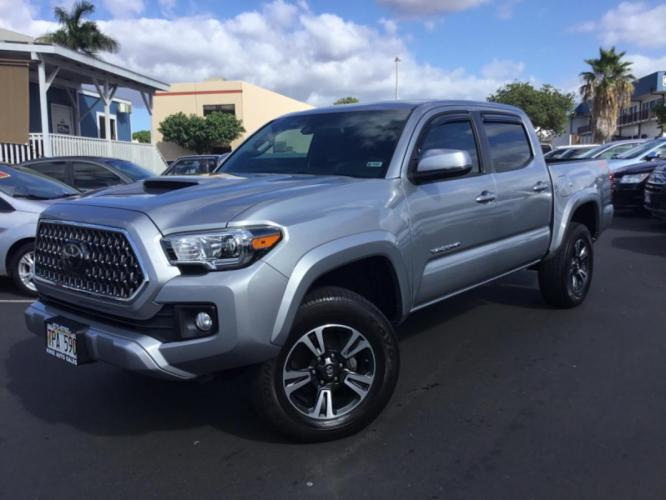 2018 SILVER Toyota Tacoma TRD Sport (3TMCZ5AN0JM) with an V6 Cylinder Engine engine, Automatic transmission, located at 368 Huku Lii Pl, Kihei, HI, 96753, (808) 875-8782, 20.773748, -156.452103 - Photo #0