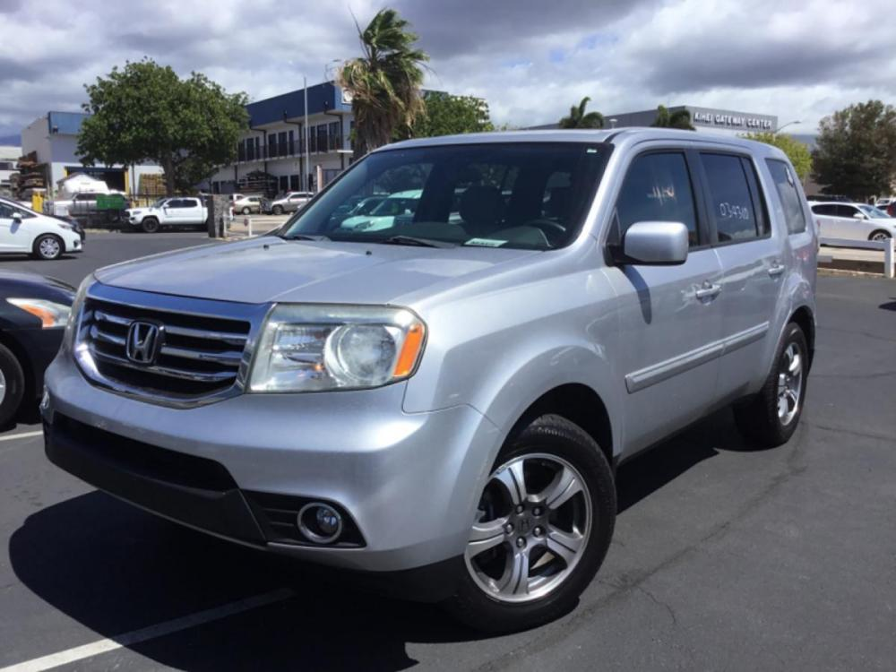 2015 SILVER Honda Pilot SE (5FNYF3H32FB) with an V6 Cylinder Engine engine, Automatic transmission, located at 368 Huku Lii Pl, Kihei, HI, 96753, (808) 875-8782, 20.773748, -156.452103 - Photo #0